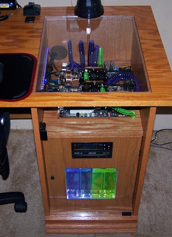 Pc schreibtisch  PC-Mod: Der Schreibtisch als Computer | 11tech