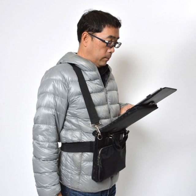 Shoulder-Bag-With-PopUp-Tablet-Holder